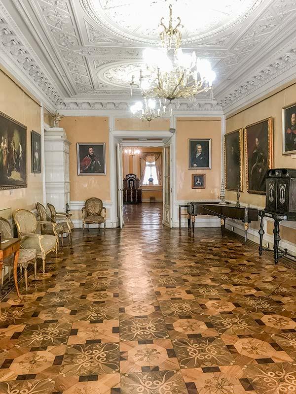 Королевские залы