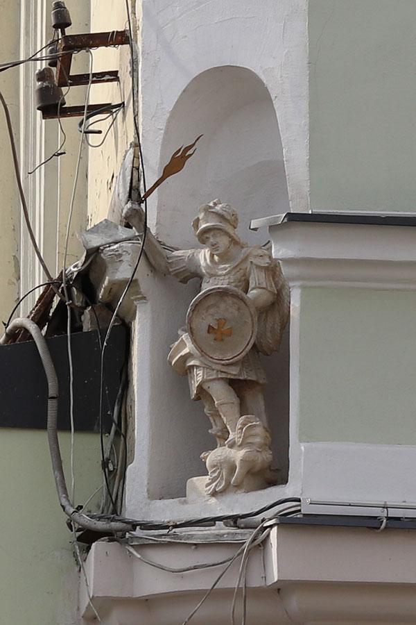 скульптура Архангела Михаила, площадь Галицкая 20