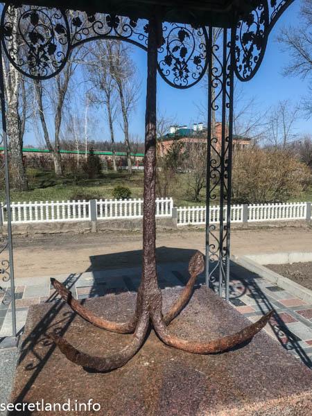 Ризоположенческий мужской монастырь в Томашовке — Якорь