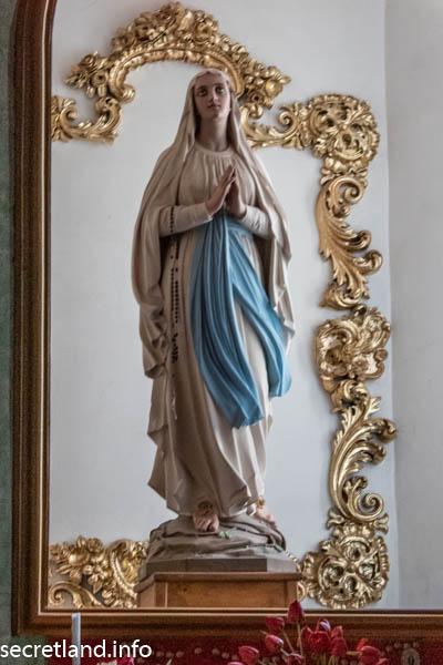 Статуя Мадонны из Лурда