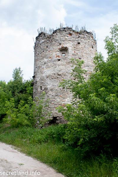 Сатановскией замок круглая башня
