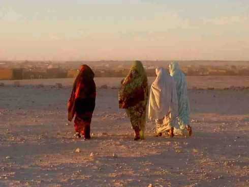 """Mujeres en campamento de refugiados """"27 de febrero"""" en Tinduf (Argelia)  Foto de Isabela Valle"""