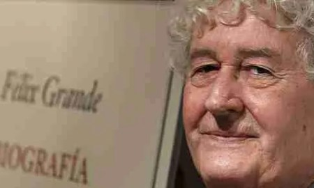 El poeta y flamencólogo Félix Grande.