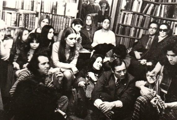 Carlos Cano el 14 de diciembre de 1976 en la librería Shakespeare and Company de París