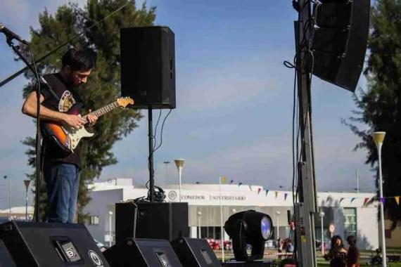 Ale Chaves, guitarra solista en Delbosque