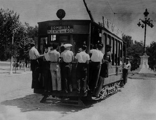Tranvía abarrotado, en Madrid