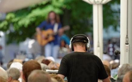 Singer-songwriter in concert