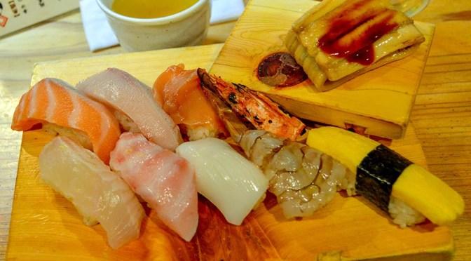 【寿司】立ち食い寿司 魚路(ととろ)@姫路、空いてるタイミングを見計らって。