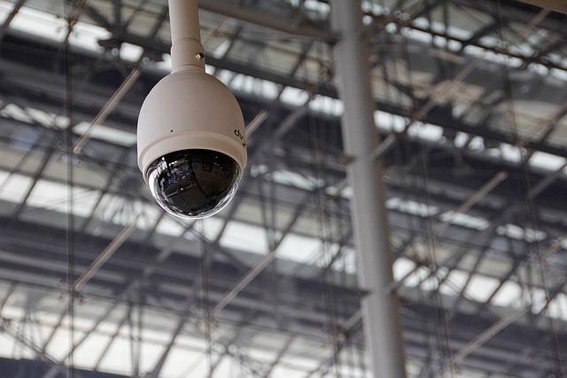 Installer une caméra de surveillance dans un ascenseur: est-ce une bonne idée?