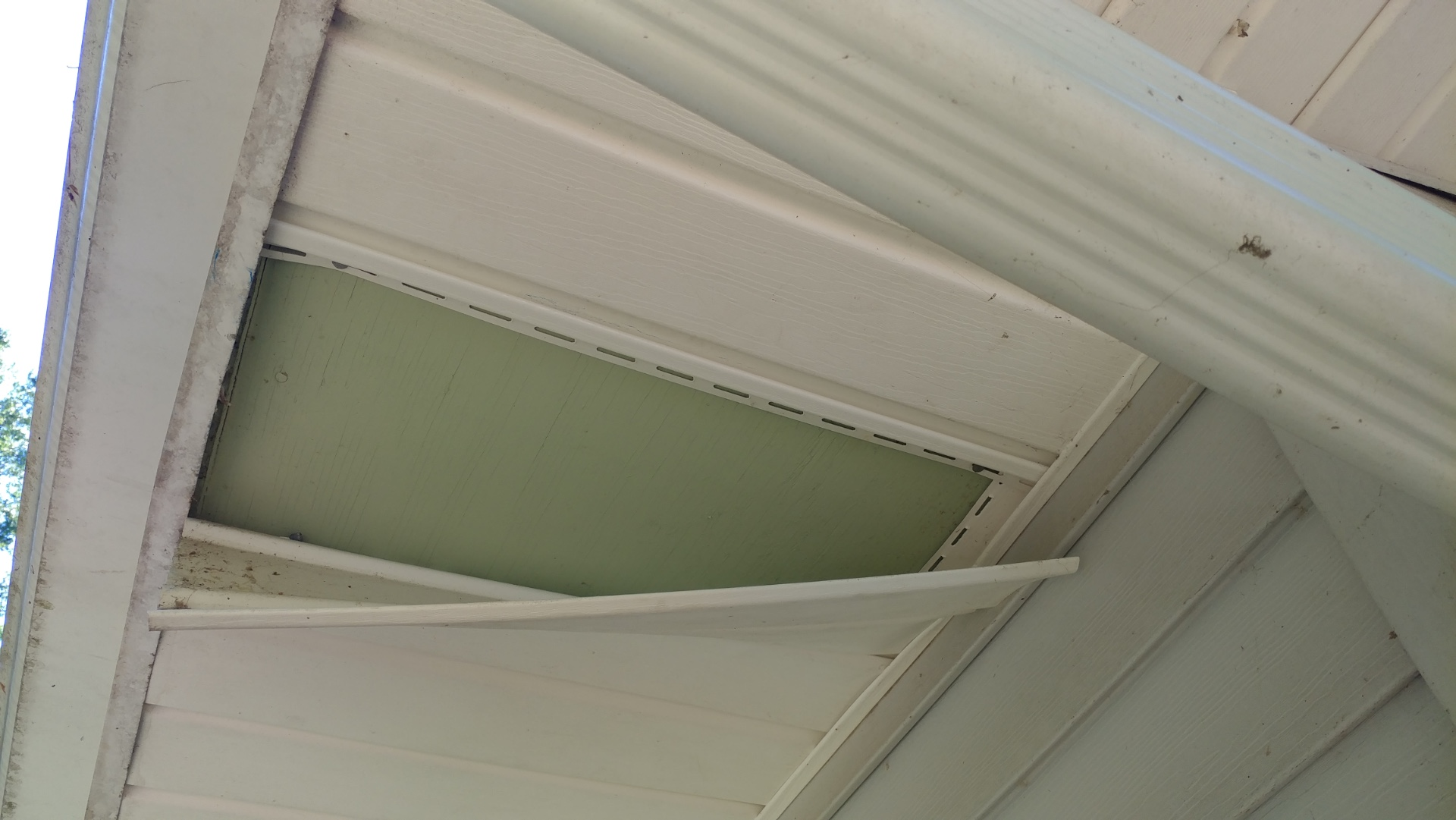 Installing a Bullet Cameras on a Soffit  Installation Guide
