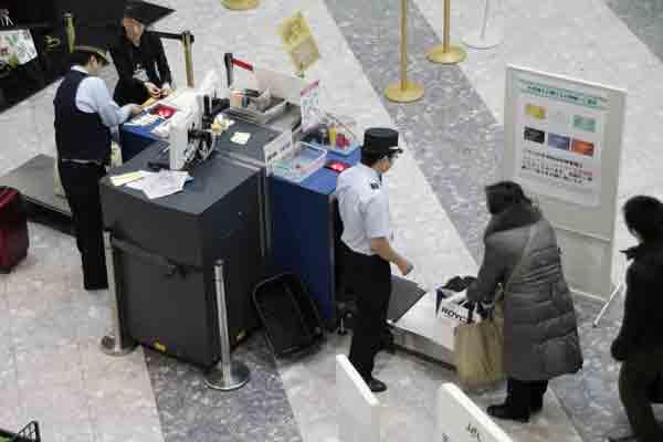 airport-security-guard