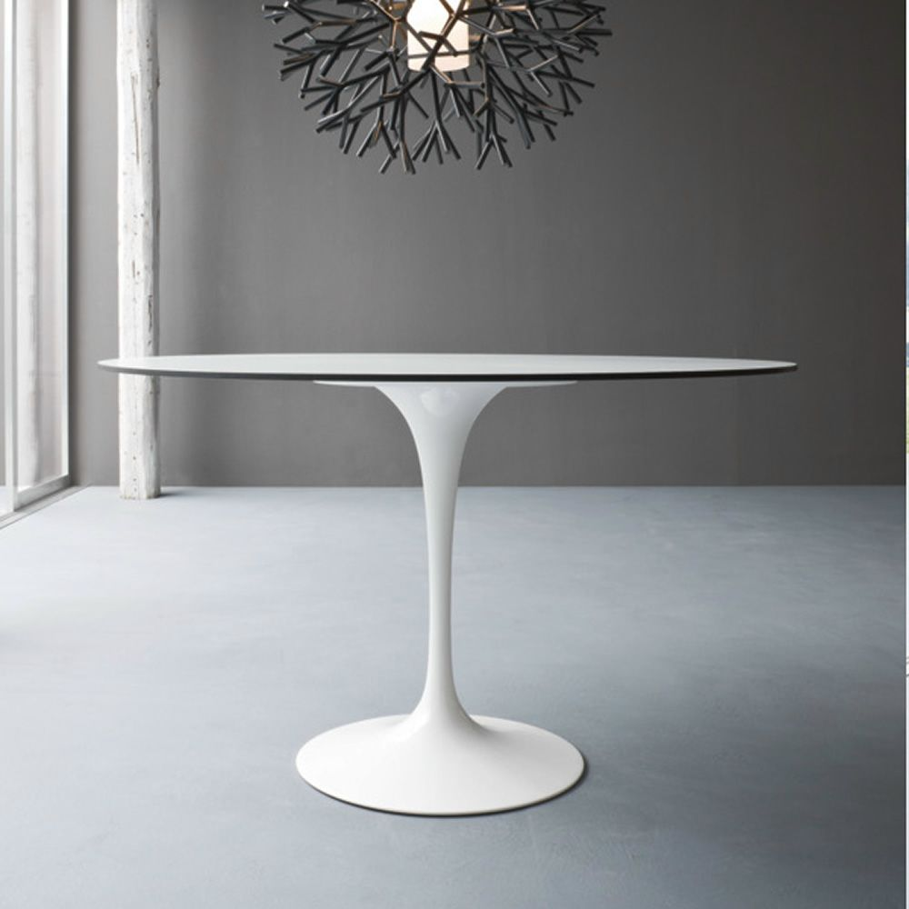Saturno  Tavolo di design con base in alluminio e piano in laminato fisso rotondo