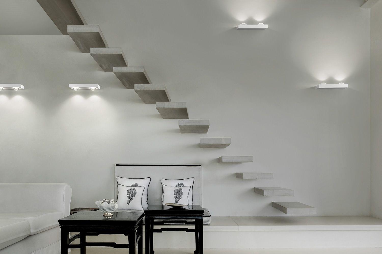 Shelf  Lampada a parete di design in metallo con luce