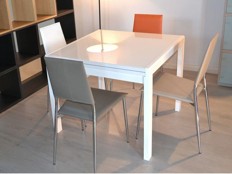 Kendy Tavolo moderno in legno piano in vetro 90x90 cm allungabile  Sediarreda