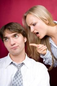 femme-hurle-sur-son-mari