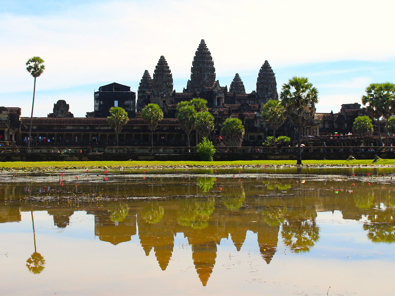 Mix temple and golf during your golf Cambodia holiday