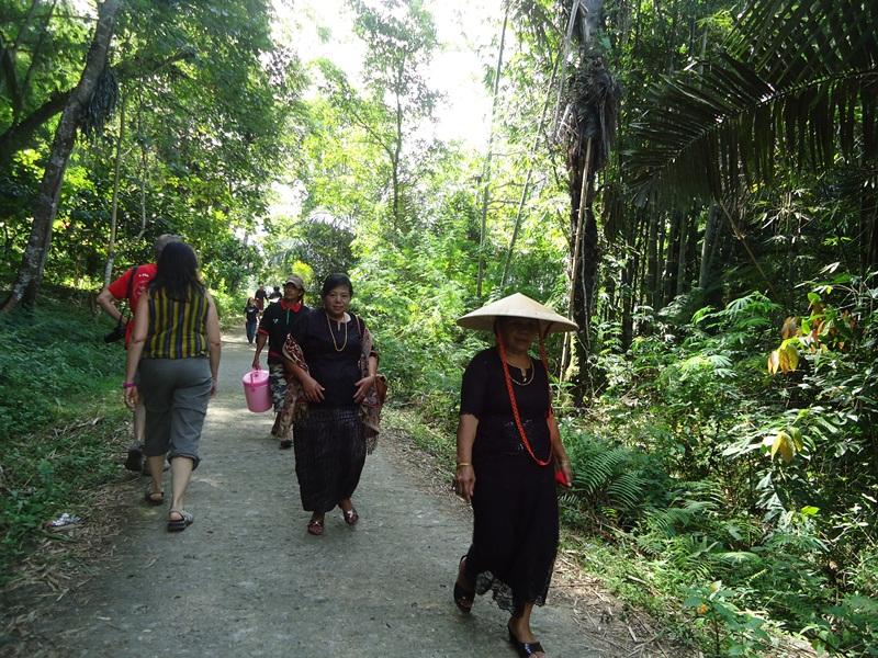 Sulawesi holiday community tour