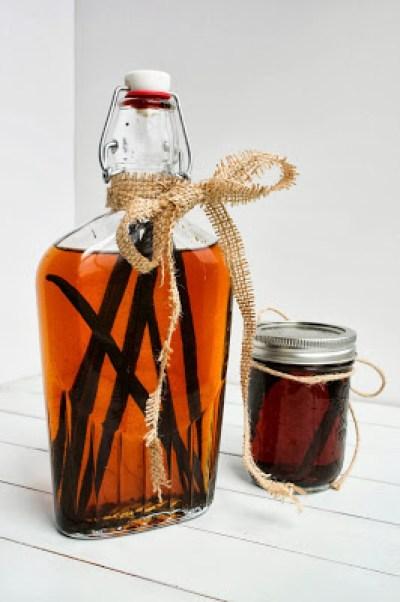 Homemade Vanilla Extract {and Bourbon Vanilla Extract}