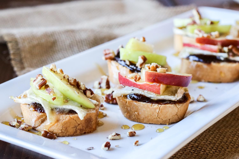 Apple, Brie & Honey Crostini {Gluten Free Option}
