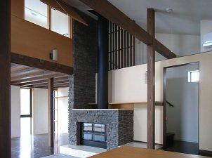 暖炉コーナーの上部に子供室.