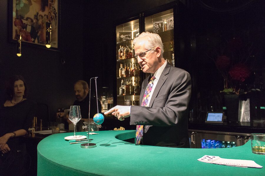 unique things to do in chicago this weekend is to visit the chicago magic lounge