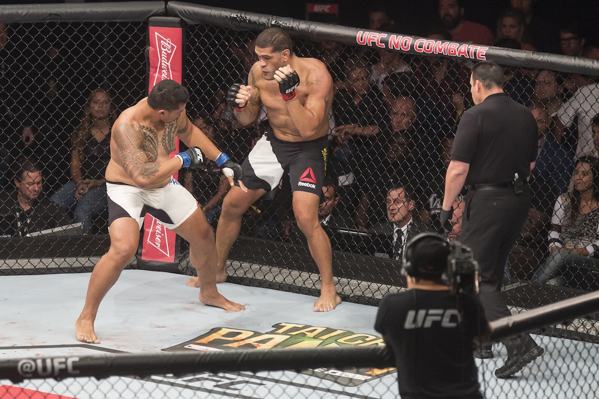 Fight between Antonio Silva (Bigfoot) (BRA) and Soa Palelei (The Hulk) (AUS) during UFC-190 in HSBC Arena in Rio de Janeiro. Image: CP DC Press / Shutterstock.com