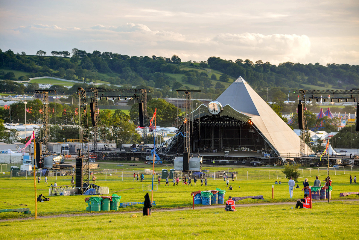Crowds enjoy the sunshine at Glastonbury Festival. Image: LaineN / Shutterstock.com