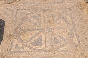 Floor mosaic discovered at Magdala (© Orientalizing)