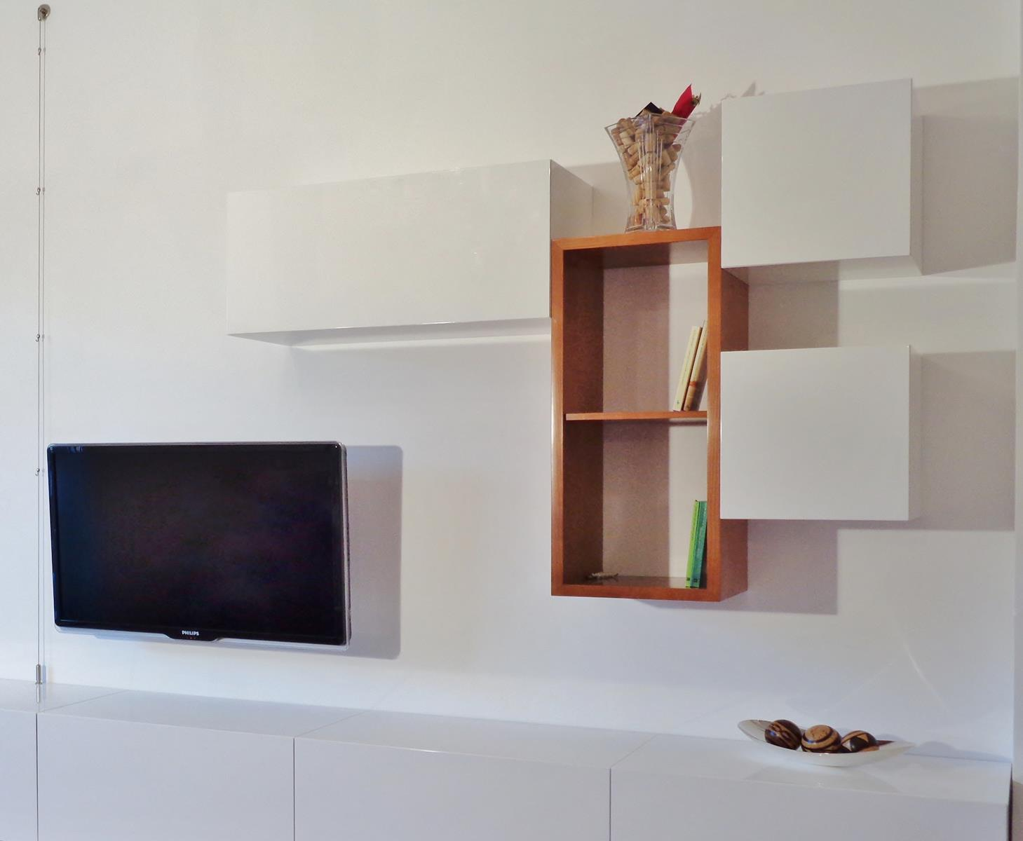 Mobile a parete su misura per il soggiorno in legno