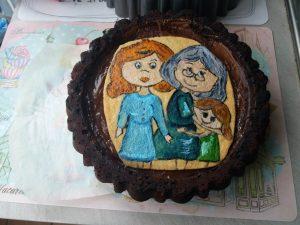 Dipinto su pasta frolla tema figlia nonna e nipote