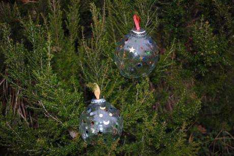 Segni E Impronta Palle Di Natale Con Materiale Di Riciclo