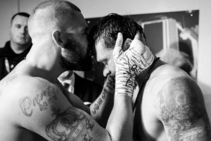 Kiss after the fight. Twitter photo