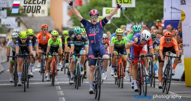 Alberto Dainese sprints to the victory in Czech Tour