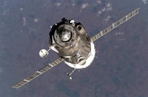 Iss, la Soyuz attracca: l'abbraccio tra gli astronauti