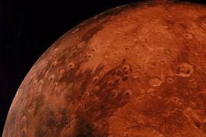 Un rover militare alieno su Marte