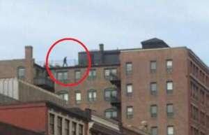 Boston, il giallo dell'uomo sul tetto