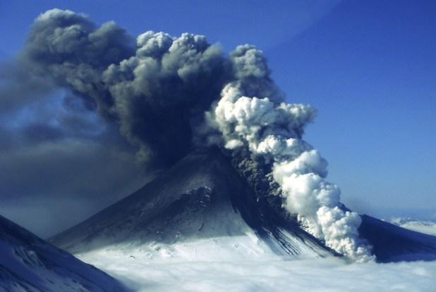 Nube di plasma solare colpisce la terra e provoca un eruzione?