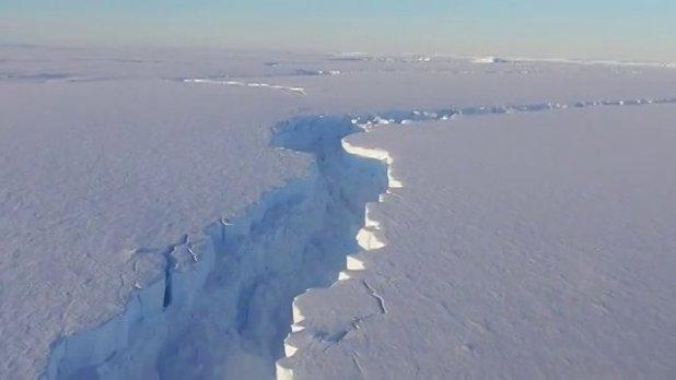 Antartide: distacco di un Iceberg gigante