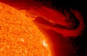 """Registrato un forte """"tsunami"""" sulla superficie del Sole"""