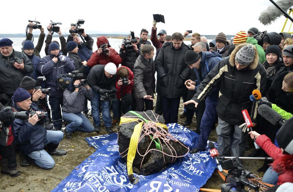 Recuperato in russia un grosso frammento del meteorite di for Grosso pesce di lago