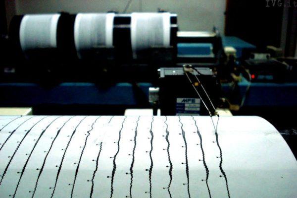 Risolto il mistero delle luci sismiche che appaiono prima dei terremoti