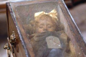 La mummia bambina che apre gli occhi ogni giorno