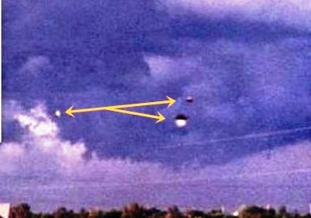 Immortalati Ufo durante una tempesta monsonica