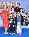 PUBLIC FAMILY: Tori Spelling and her husband with their five children. Photo: NTB