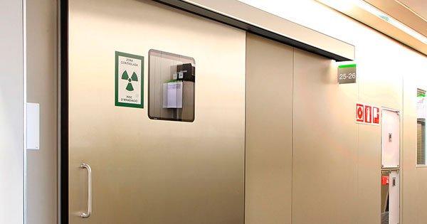 Características Puerta Hermética Abatible Manual con Protección para Rayos X