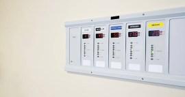 Panel de alarma maestra para tomas de gases medicinales