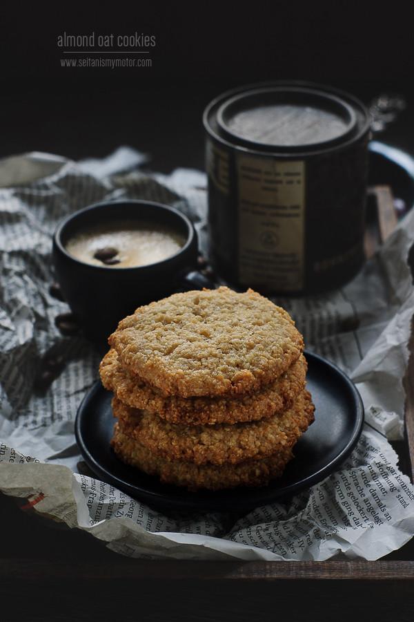 almond oat cookies | www.seitanismymotor.com