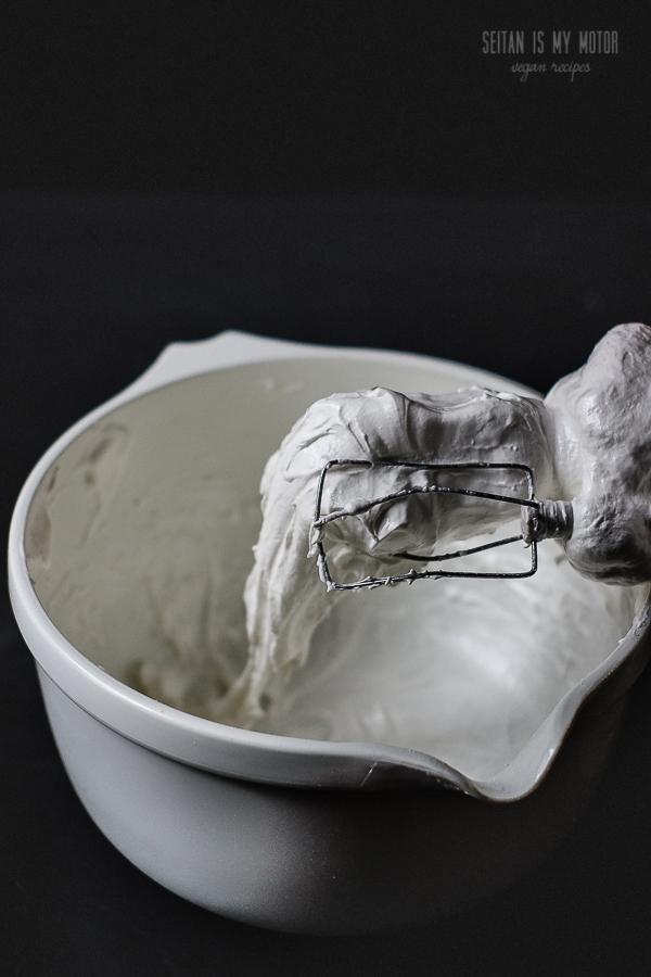 vegan marshmallow fluff | www.seitanismymotor.com