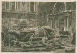 Venezia.Trasporto del monumento a Bartolomeo Colleoni in Campo SS. Giovanni e Paolo - Stampa alla gelatina 1917