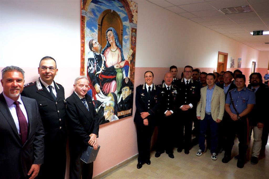 Carabinieri, premiati gli uomini distintisi in attività di servizio. Donato anche un quadro del pittore Michele Ciccone